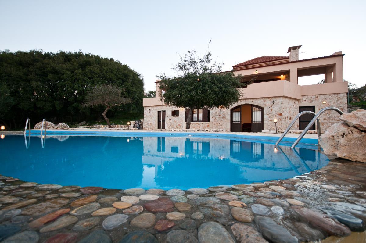 Villa Prinolithos